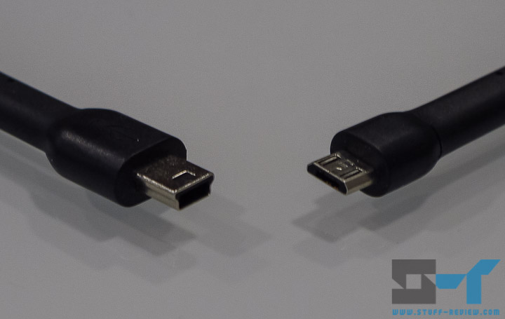 Mini-USB (left) v.s. Micro-USB (right) male plugs