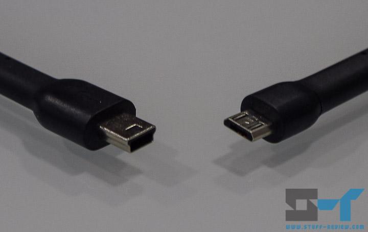 Mini-USB (left) v.s. Micro-USB (right) male plugs