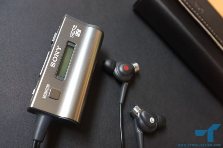 Sony MDR-NC300D control unit and earbuds