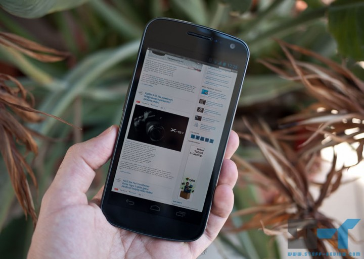 Samsung Galaxy Nexus front screen Stuff-Review website loaded