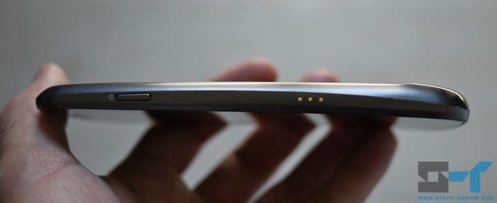 Samsung Galaxy Nexus side view - thickness and hump