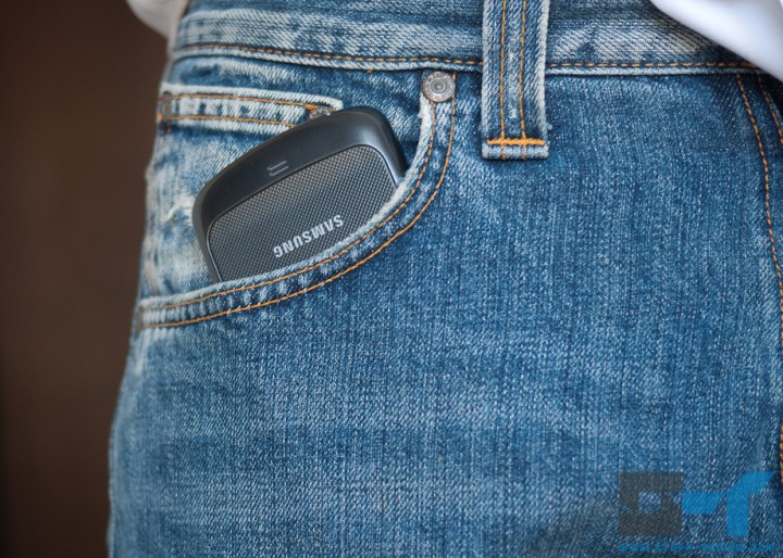 Samsung Galaxy Nexus in jeans pocket