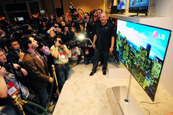 LG 55-inch OLED 3D TV taking the spotlight