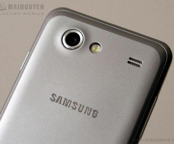Samsung Galaxy S Advance back white close-up camera