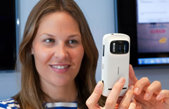 Nokia 808 PureView held by woman taking pic