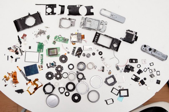 Fujifilm X100 teardown reveals hundreds of parts