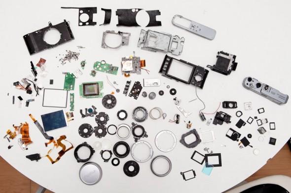 Fujifilm X100 teardown reveals hundreds of parts