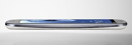 Samsung Galaxy S III thickness side shot