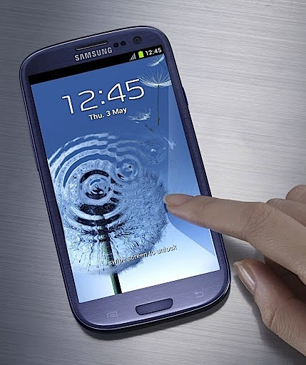 Samsung Galaxy S III blue finger touching screen