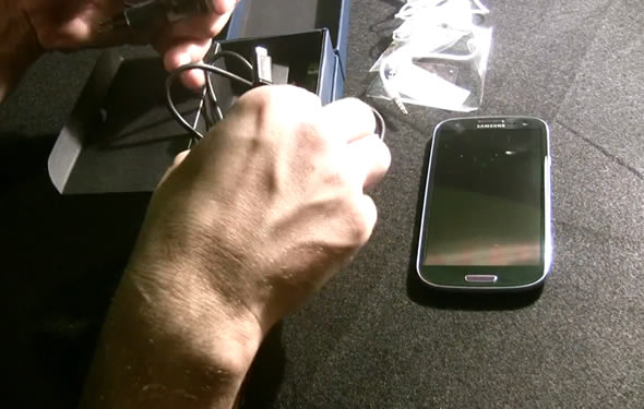 Samsung Galaxy S III unboxing video