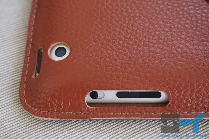 Yoobao leather case for the new iPad (2012) close-up on camera and button ports