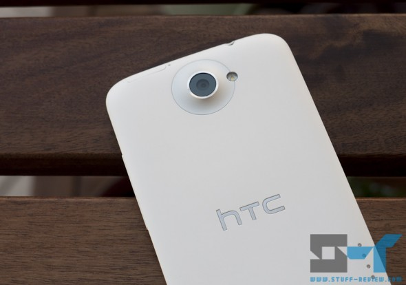 HTC One X white back close-up